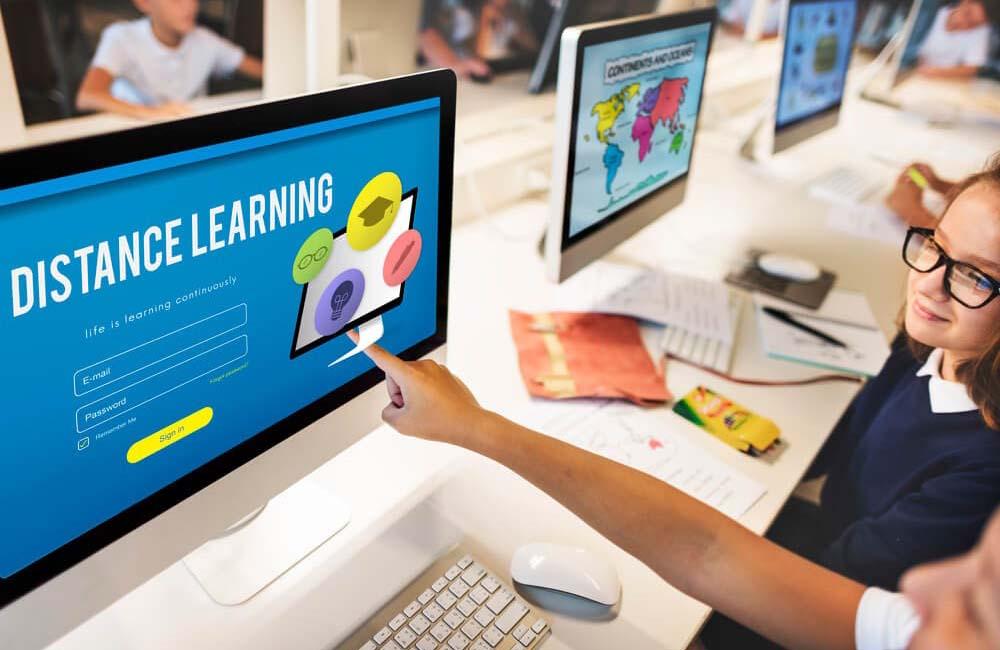 Як працює дистанційна освіта у школі
