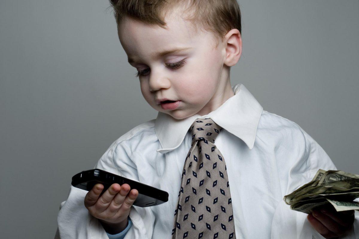 Коштовні подарунки для дитини: заощаджувати або витрачати