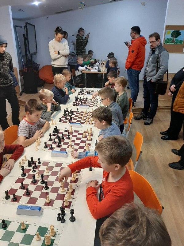 У школі Ранок діти змагалися за звання кращих шахістів