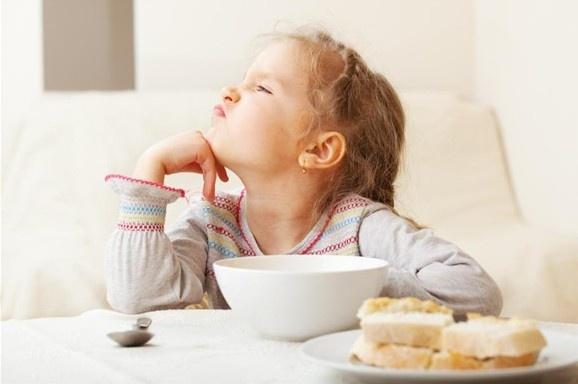 Як нагодувати дитину, яка нічого не їсть?