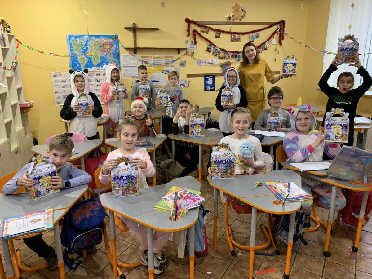 Учні отримали подарунки до Дня Миколая